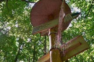 Hrad nad obcou Sklené Teplice začína lákať čoraz väčší počet turistov, čoskoro v lokalite pribudne i informačná tabuľa.