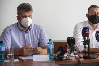 Prokurátor Vasiľ Špirko a špeciálny prokurátor Daniel Lipšic počas tlačovej konferencie k trestnej veci s názvom Daniari.