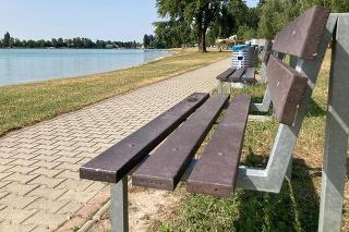 Ladislav ľudí pozoroval z lavičky.