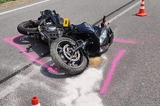 Za obcou Malá Poľana havaroval 42-ročný motorkár.