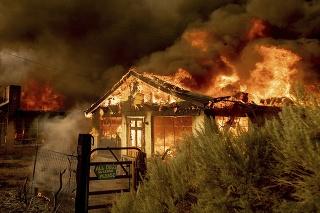 Niektoré štáty na západe USA sužujú vysoké teploty a lesné požiare.