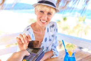 Ako platiť bezpečne v zahraničí?
