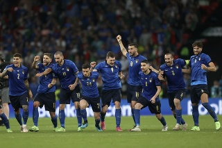 Talianski futbalisti oslavujú titul na EURO 2020 vo futbale na Wembley.