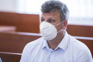Vasiľ Špirko pred hlavným pojednávaním s bývalým špeciálnym prokurátorom Dušanom Kováčikom.