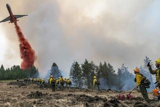 V desiatich štátoch na západe USA zúria lesné požiare.