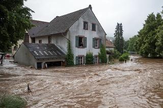 Záplavy v západnom Nemecku si vyžiadali už 42 obetí a obrovské škody na majetku.