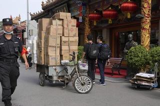 Nezaočkovaným v Číne hrozí zákaz vstupu do verejných zariadení vrátane nemocníc.