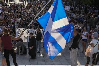 V Grécku sa konali demonštrácie proti plánu zaočkovať mladých ľudí.