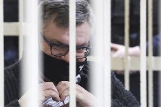 Lukašenkov oponent Babaryka pred súdom trval na svojej nevine.