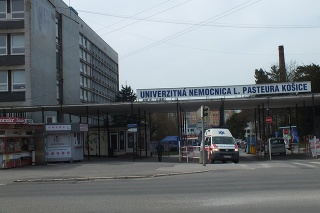 DERATIZOVALI: V nemocnici povolali na pomoc odbornú pomoc.