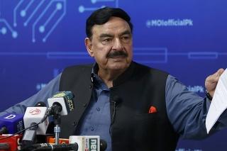 Pakistanský minister vnútra Rašíd Ahmad počas tlačovej konferencie o únose dcéry afganského veľvyslanca v Pakistane.