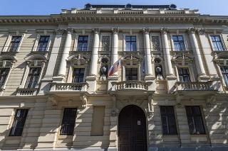 Budova Karáčoniho paláca.