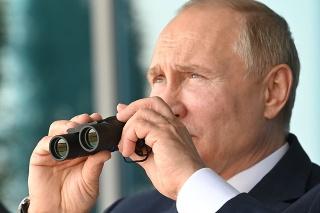 Vladimir Putin na medzinárodnom leteckom veľtrhu v meste Žukovskij neďaleko Moskvy.