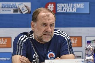 Na snímke tréner ŠK Slovan Bratislava Vladimír Weiss st. počas tlačovej konferencie .