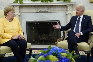 Nemecká kancelárka Angela Merkelová a americký prezident Joe Biden pri rozhovore o plynovode Nord Stream 2.