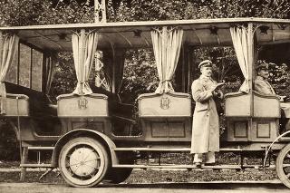 1909 - Trolejbus s otvorenou konštrukciou premával ešte za čias Rakúsko-Uhorska.