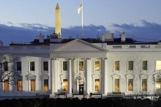 Biely dom skritizoval Činu kvôli vyšetrovaniu pôvodu koronavírusu. (