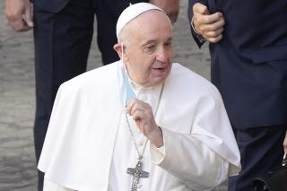 Na archívnej snímke z 30. júna 2021 pápež František