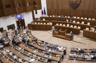 Na snímke poslanci počas rokovania 35. schôdze Národnej rady (NR) SR 23. júla 2021 v Bratislave.