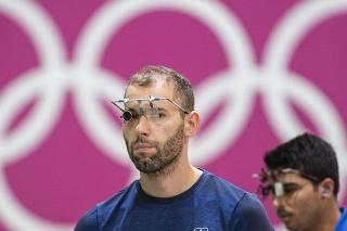 Na snímke slovenský reprezentant v športovej streľbe Juraj Tužinský v kvalifikácii vzduchovej pištole na 10 metrov počas XXXII. letných olympijských hier v Tokiu.