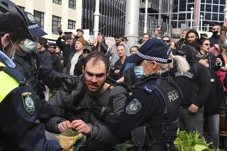 Austrália: Na protestoch proti lockdownu v Sydney a Melbourne došlo k potýčkam.