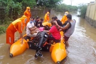 Počet obetí monzúnových dažďov v Indii sa zvýšil na 129.