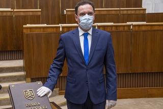 Martina Čepčeka pre hlasovanie s ĽSNS aj pre návrhy zákonov mimo koalície chcú vyhodiť z OĽaNO.