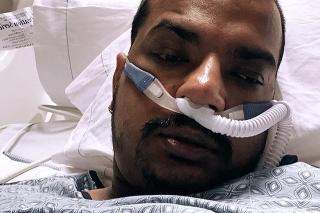 Stephen Harmon zomrel po mesačnom boji s koronavírusom.