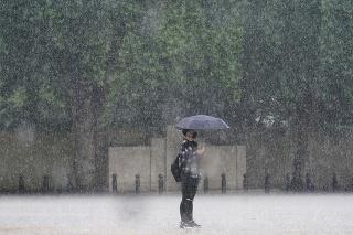V nedeľu popoludní v centrálnom Londýne napadalo 41,6 centimetra zrážok.