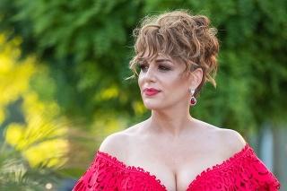Moderátorka a herečka Karin Haydu zažiarila v červenej róbe.
