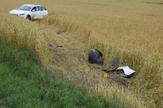 Opitý vodič z východného Slovenska skončil v poli a rovno tam aj zaspal.