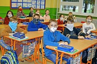 Deti by mali v škole používať samotesty.