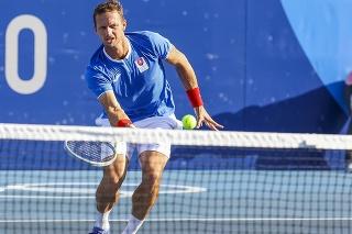 Na snímke slovenský tenista Filip Polášek odvracia úder na sieti v 1. kole štvorhry mužov počas XXXII. letných olympijských hier v Tokiu.