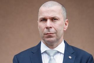 Policajný šéf Peter Kovařík sa bráni, že konal zákonne a potreboval preveriť dôležité informácie súvisiace so zásahom.