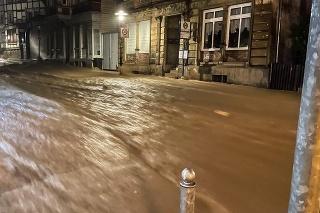 Voda steká po ulici v meste Hagen