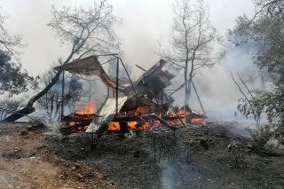 V súvislosti s požiarmi neďaleko Antalye hospitalizovali desiatky ľudí.