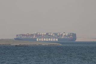 Loď Ever Given, ktorá blokovala Suezský prieplav, konečne dorazila do Rotterdamu.