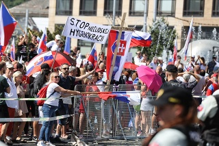 Protestujúci dav