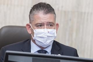 Minister vnútra Roman Mikulec (OĽaNO) počas rokovania vlády