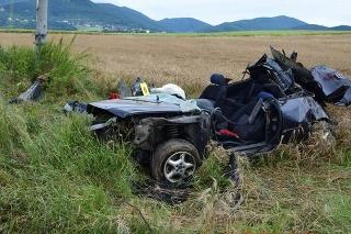 Pri dopravnej nehode v Trenčianskych Miticiach zomrel 29-ročný vodič.