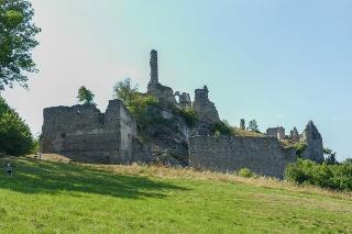 Hrad Korlátka vznikol pravdepodobne v druhej polovici 13. storočia. Predpokladá sa, že ho dal postaviť Konrád z Mosonmagyaróváru v roku 1270. Celé 13. a 14. storočie bol majetkom kráľa, neskôr sa dostáva do majetku šľachtických rodov.