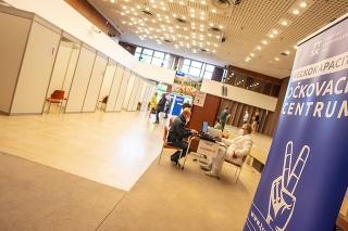 Cez víkend fungovali ostatné štyri župné veľkokapacitné očkovacie centrách v Dunajskej Strede, Skalici a dve v Trnave.