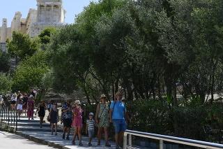 Grécke úrady zatvorili Akropolu a ďalšie staroveké miesta počas popoludňajších hodín pre horúčavy.