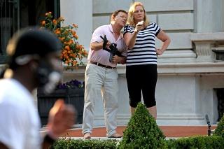 Odsúdení Mark a Patricia McCloskeyovci sú právnici