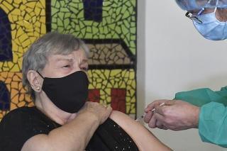 Pilotné očkovanie klientov Domova sociálnych služieb (DSS) v Barci v Košiciach