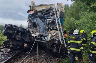 V Česku sa zrazili dva vlaky, dvaja ľudia sú mŕtvi.