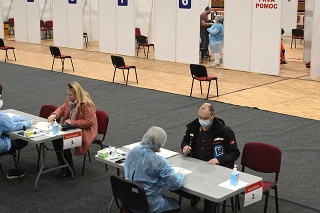 Registrácia pred očkovaním v Trenčíne.