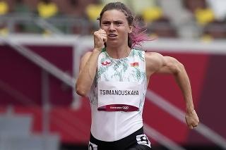 Na snímke bieloruská atlétka Kryscina Cimanovská v behu žien na 100 m na OH v Tokiu 30. júla 2021. Česko ponúka bieloruskej bežkyni Kryscine Cimanovskej vízum, aby sa vyhla nútenému návratu do svojej vlasti.