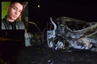 Mário († 18) zahynul v horiacom aute.