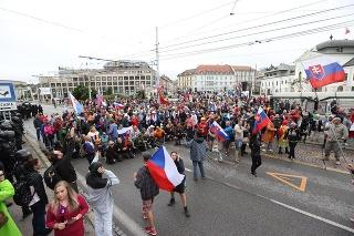 Zábery z protestu v Bratislave.